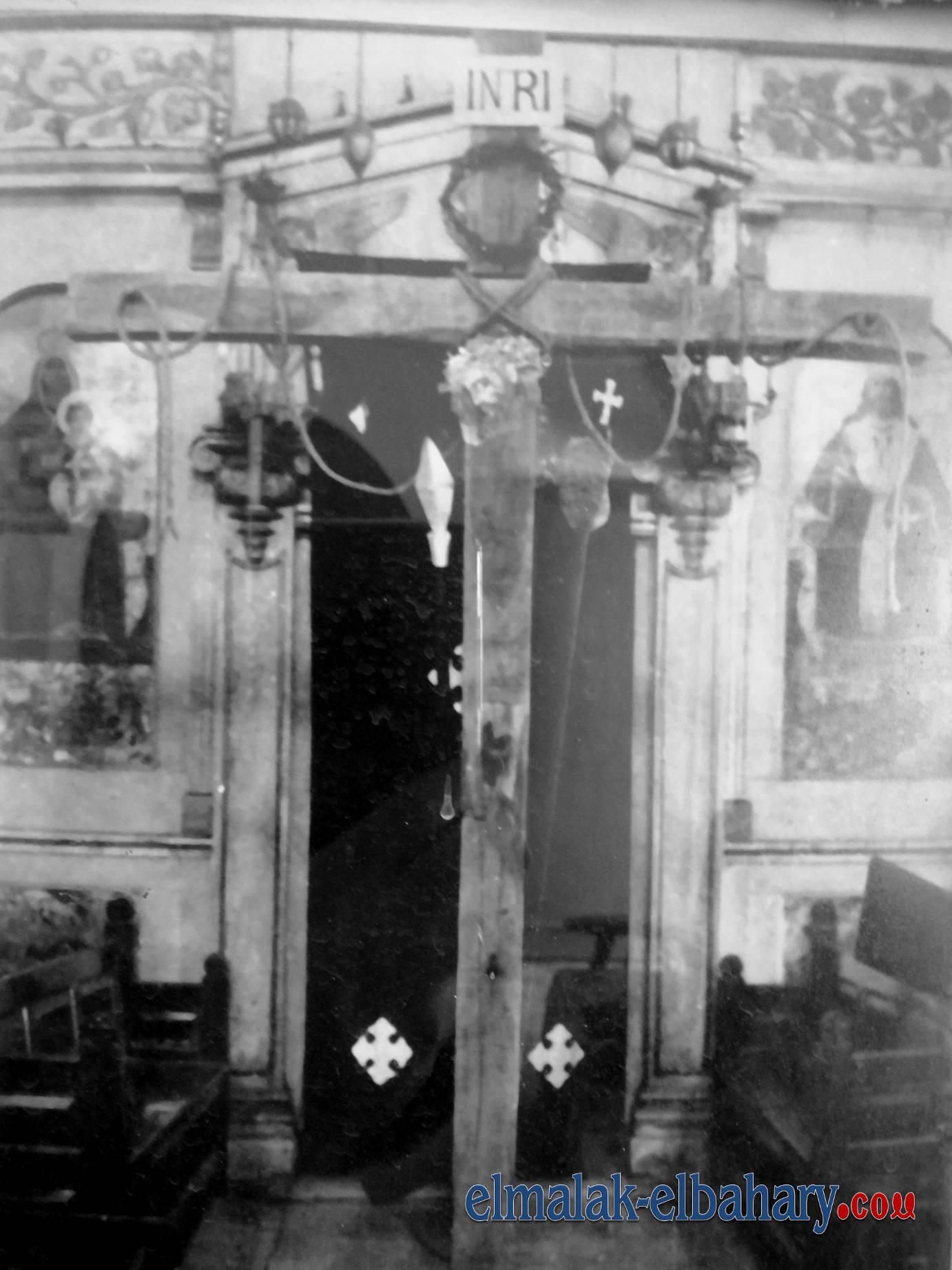 الصليب فى منتصف الكنيسة فى اسبوع الالام